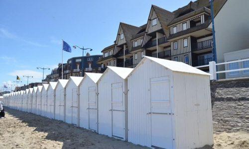 PLAGE : installation des cabines de plage