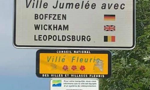 INTERNATIONAL : nos panneaux d'entrée de ville ont été changés pour mentionner notre jumelage avec la ville belge de Leopoldsburg